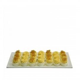 Gevulde eieren op schaal